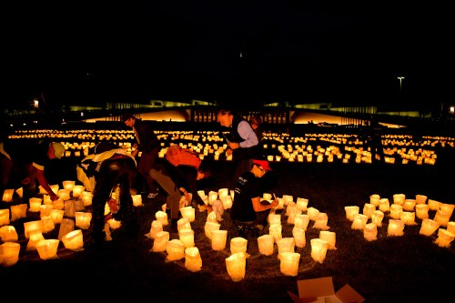 Canberra-Australien-tanda-ljus-Earth-Hour-2014-WWF-Australia