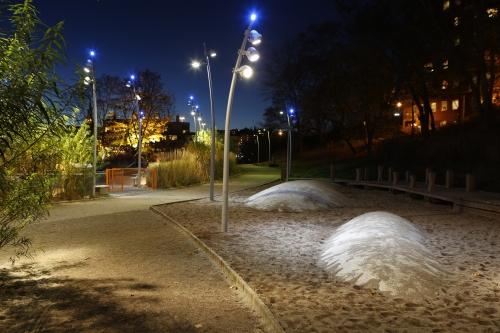 Franzénparken i Hammarby Sjöstad. Ljusdesign och foto av Lena Hildeman.